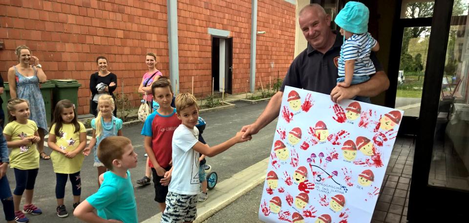 Vatrogascima dali podršku najmlađi – slide